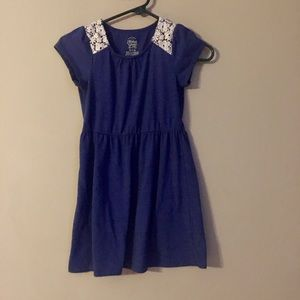 Cotton dress with lace shoulder